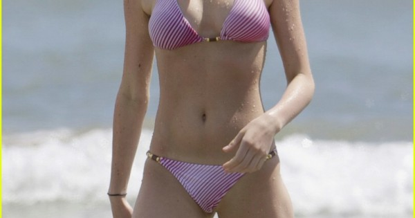 Sexy Photos of Ali Lohan Shows Off Abs and Perfect Body